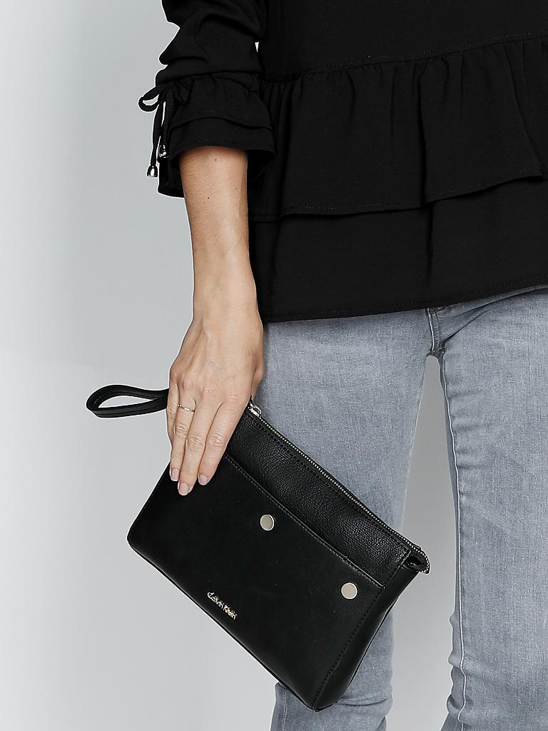 calvin klein jeans tasche clutch schwarz. Black Bedroom Furniture Sets. Home Design Ideas