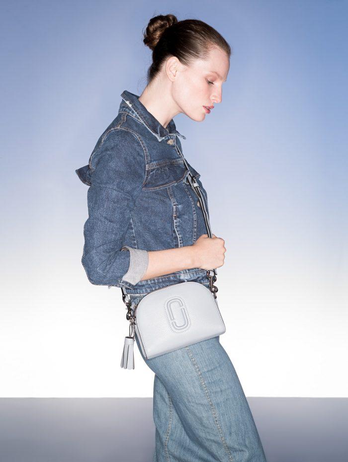 29c5aaed89b2 Jeansjacke von Tom Tailor Denim um € 59,99   Rock von Boutique Moschino um  € 389,–   Tasche von Marc Jacobs um € 330,–